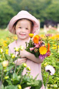 Petite fille a la ferme