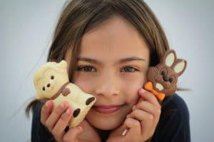 Petite filles qui aime les chocolats
