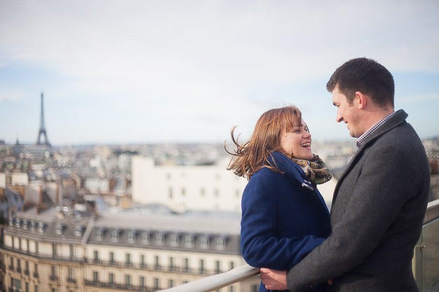 Bulles de joie Séance photo couple Toits de Paris