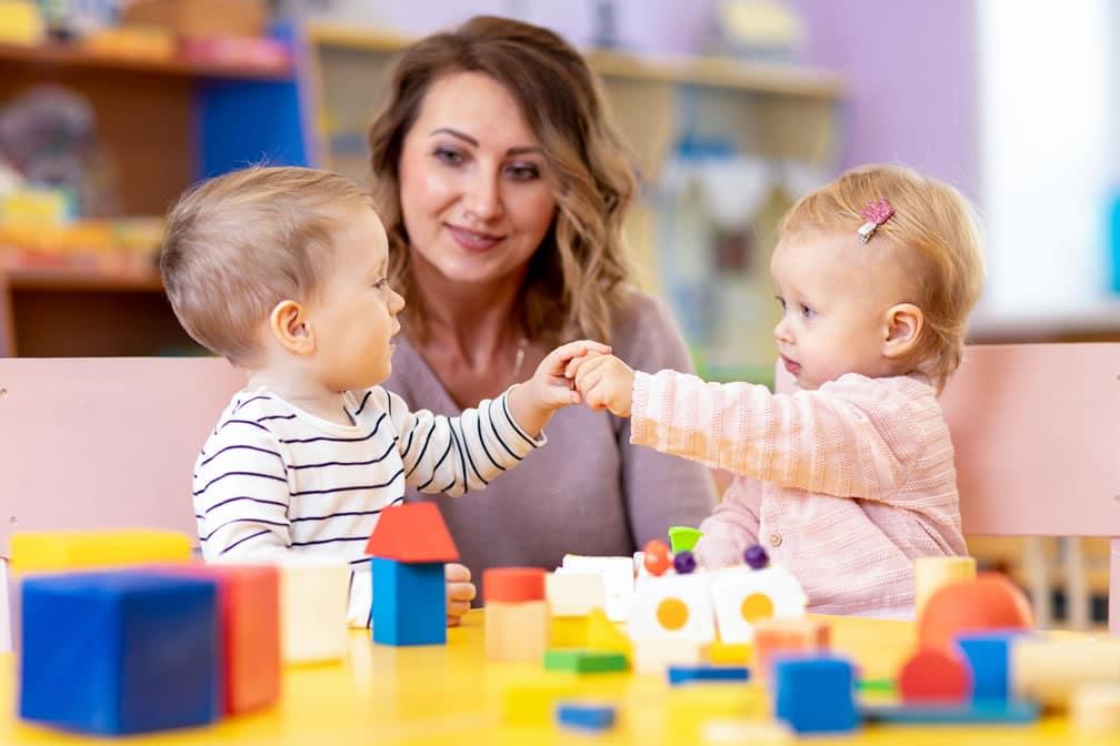 Enfants moins deux ans ecole montessori paris ouest